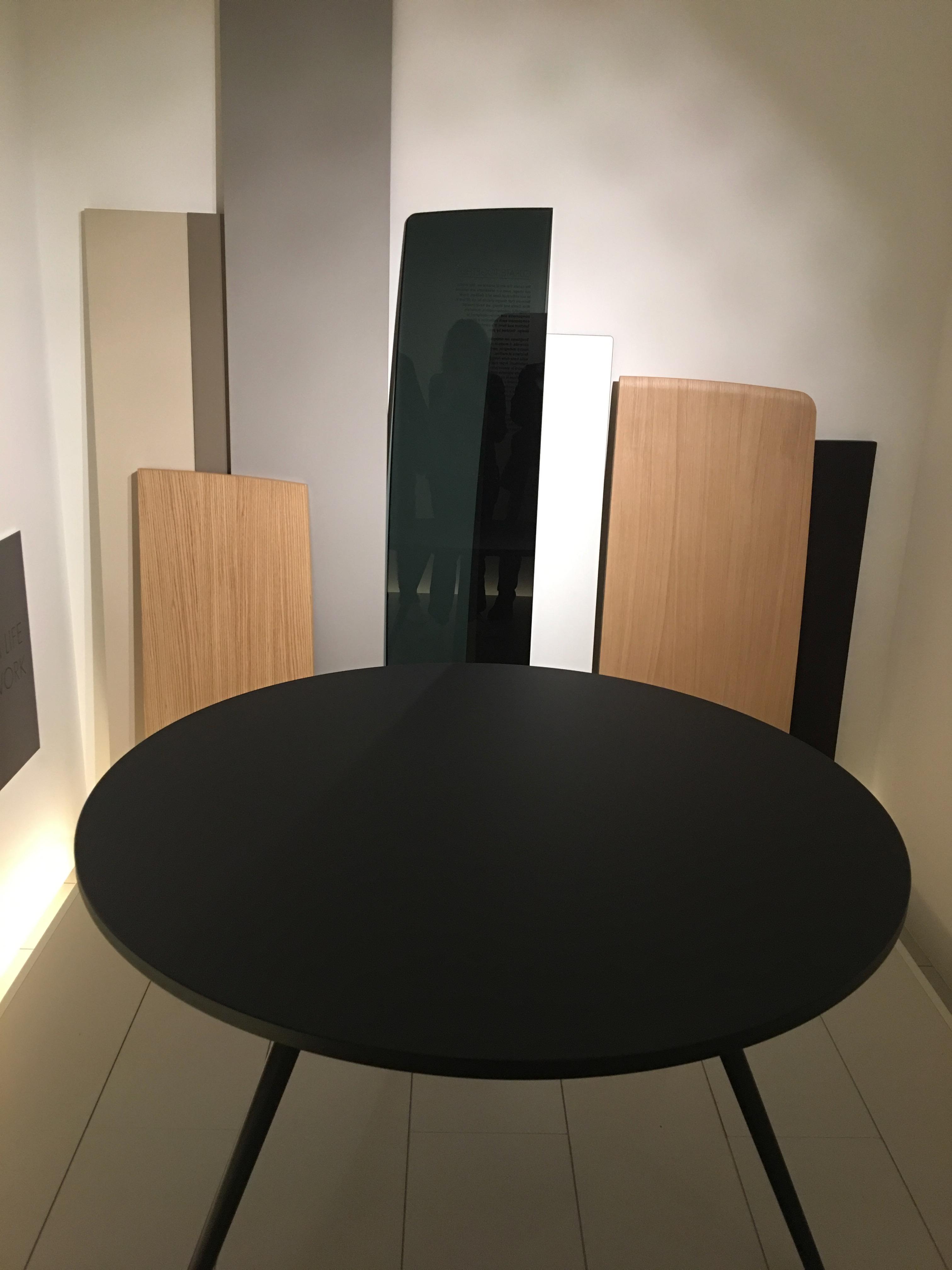 Arper pr sente sa collection chic au salon du design de for Salon du design milan 2017